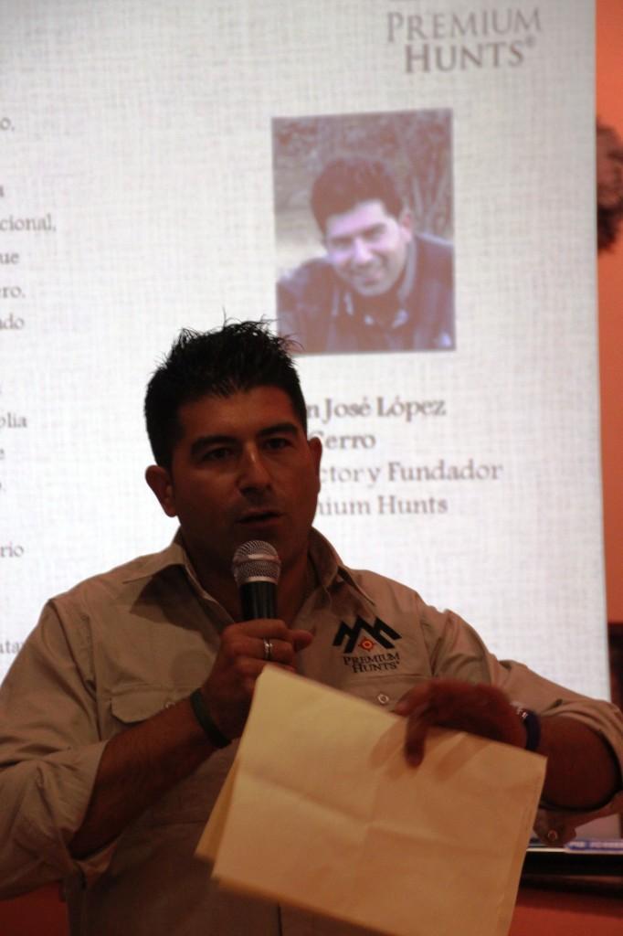 Juan José López durante el acto de presentación de Premium Hunts